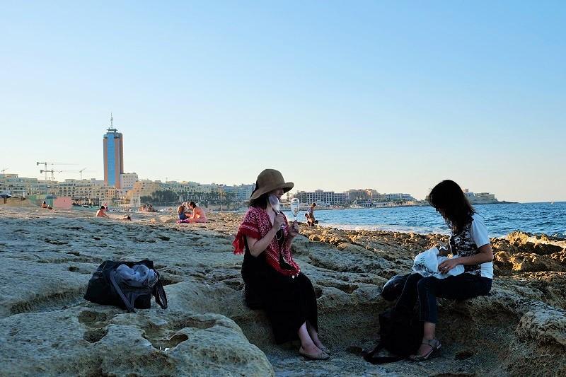 スリーマ海ピクニック